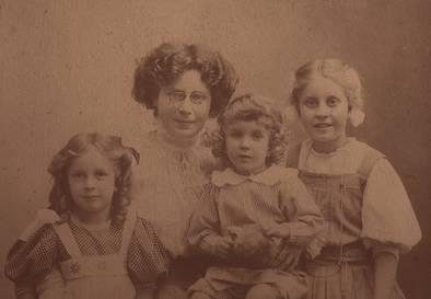 Emma tet seg med marcus mathiesen og ble mor til tre barn fra